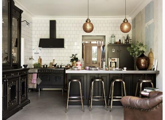 e90ea1712783 Moderní kuchyně s měděnými doplňky
