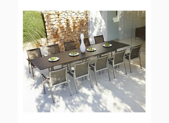 Moderní jídelní stůl pro deset osob