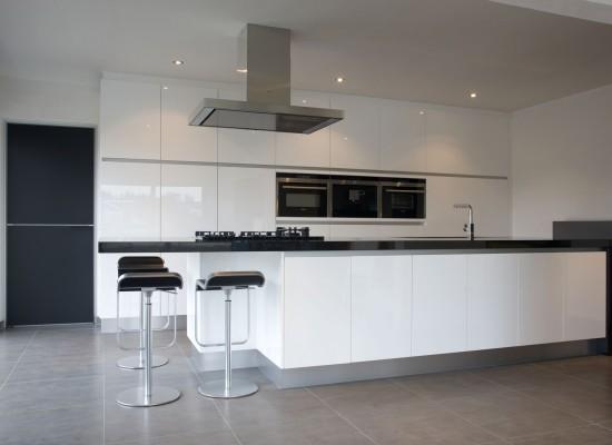 Moderní bílá kuchyň