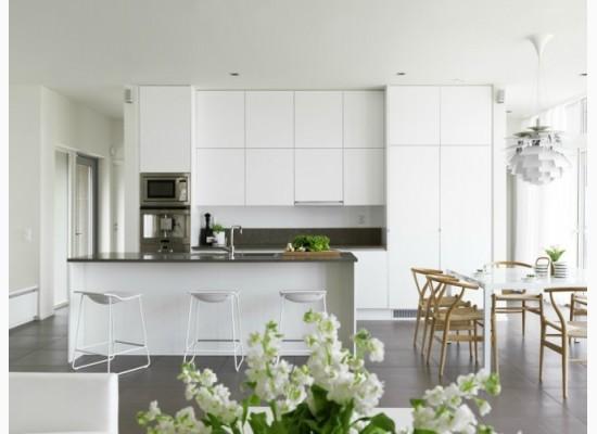 Bílá moderní kuchyně
