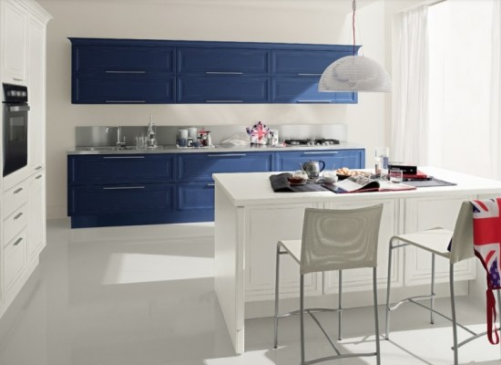 Modrá a bílá vaší kuchyni sluší