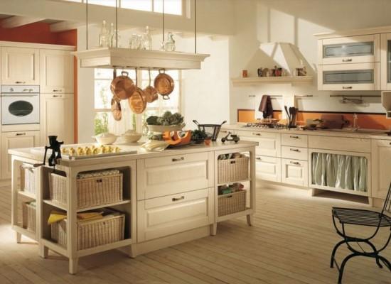 Venkovský styl krémově bílé kuchyně