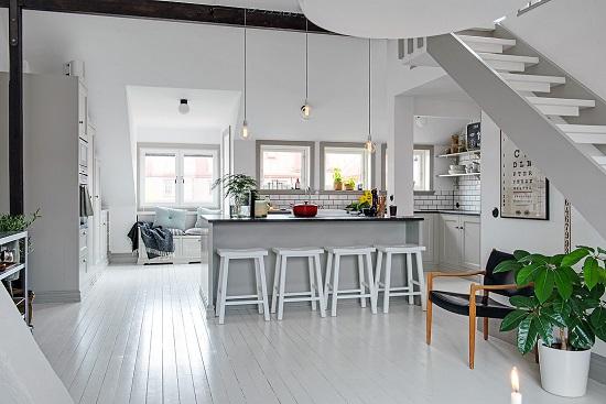 Podkrovn kuchyn ve skandin vsko francouzsk m stylu od - Decoracion aticos pequenos ...